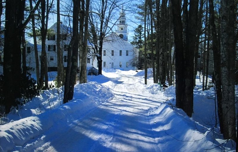 ... ou une promenade paisible enneigée en direction de l'historique Jaffrey Meeting House.