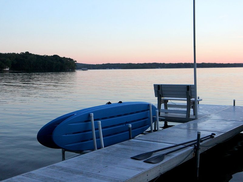 Lake Home on a Peninsula. Enjoy the decks with hot tub and fire table., vacation rental in Richfield