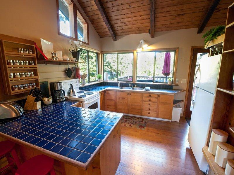 Cedar Surf-Rainforest Paradise, vacation rental in Tofino