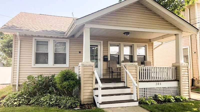 Great rate for adorable beach cottage.  Two blocks to sea and sand!, vacation rental in Belmar