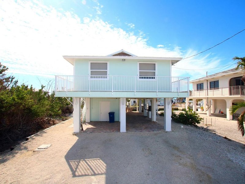 2/2 Canal Front Home Big Pine Key.  Easy ocean and gulf access!, alquiler de vacaciones en Big Pine Key