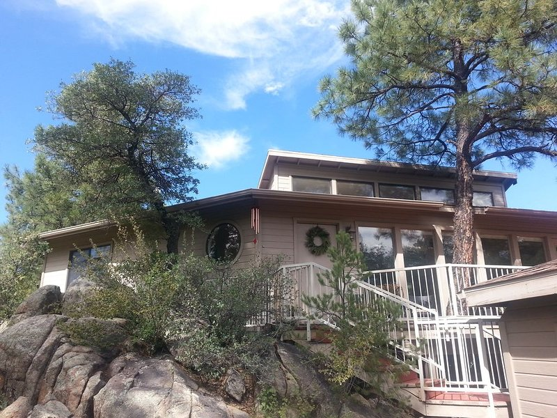 Treehouse in the Pines and Boulders, aluguéis de temporada em Prescott
