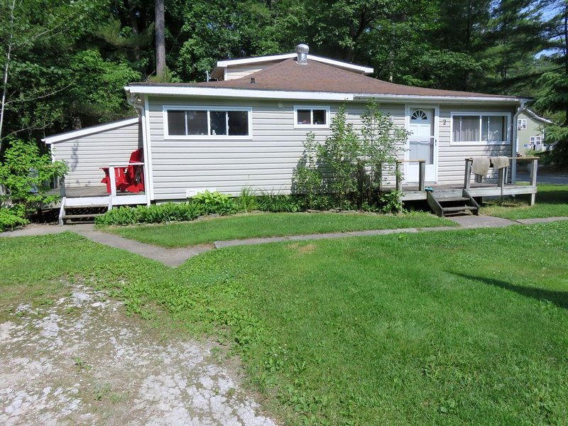 Norway Bay Cottage to Rent, holiday rental in Arnprior