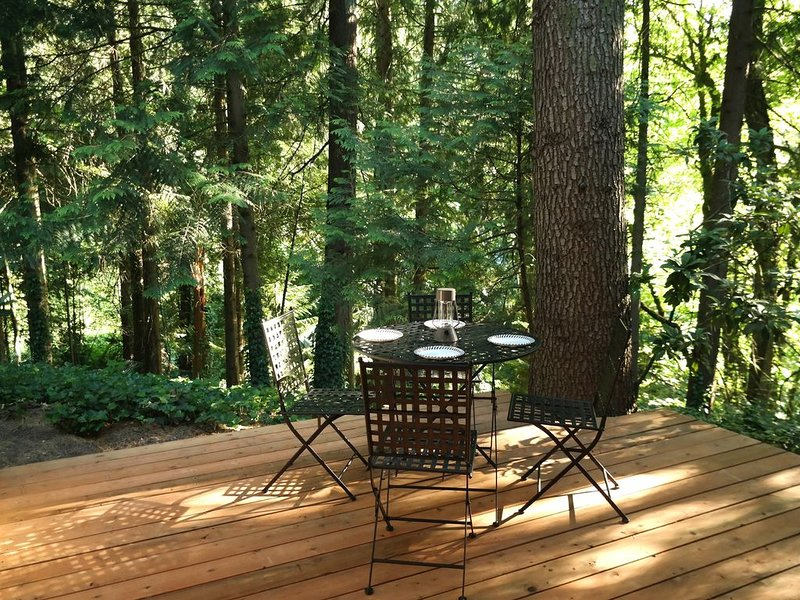 Cozy Forest Retreat near Downtown, vacation rental in Tigard