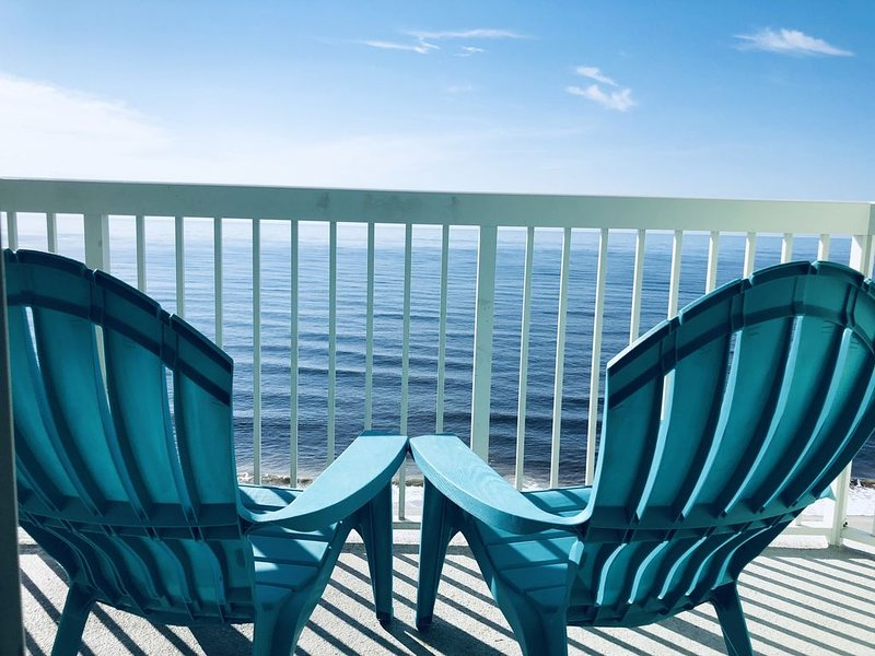 NEW LISTING Bliss By the Sea, 3 br 3 ba Direct Oceanfront Condo, holiday rental in North Myrtle Beach