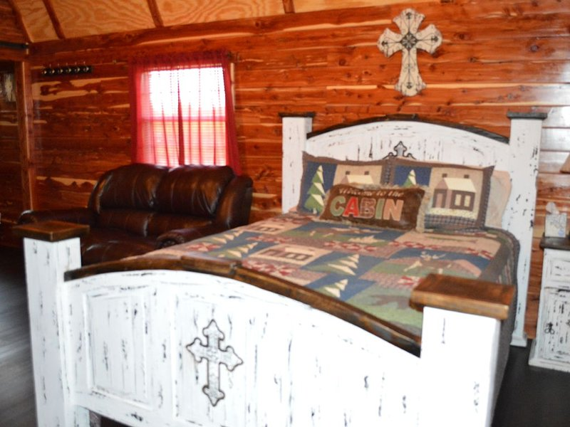 Rocky Top Winery Cabin #2, holiday rental in Allen