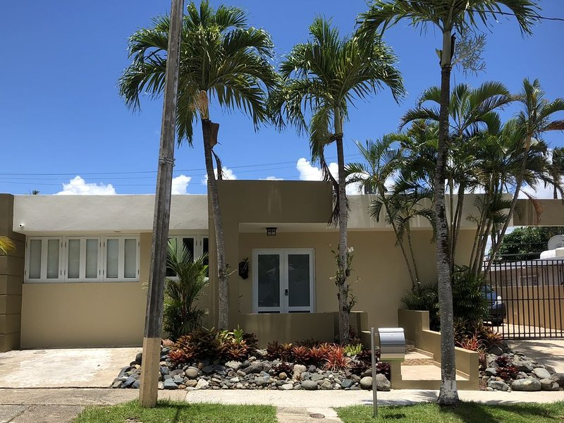 Beautiful 4 Bedroom 3 Bath Home in Gated Community, vacation rental in Cayey