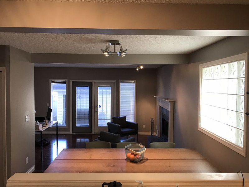 Modern, spacious, extremely comfortable and perfectly located house, holiday rental in Calgary