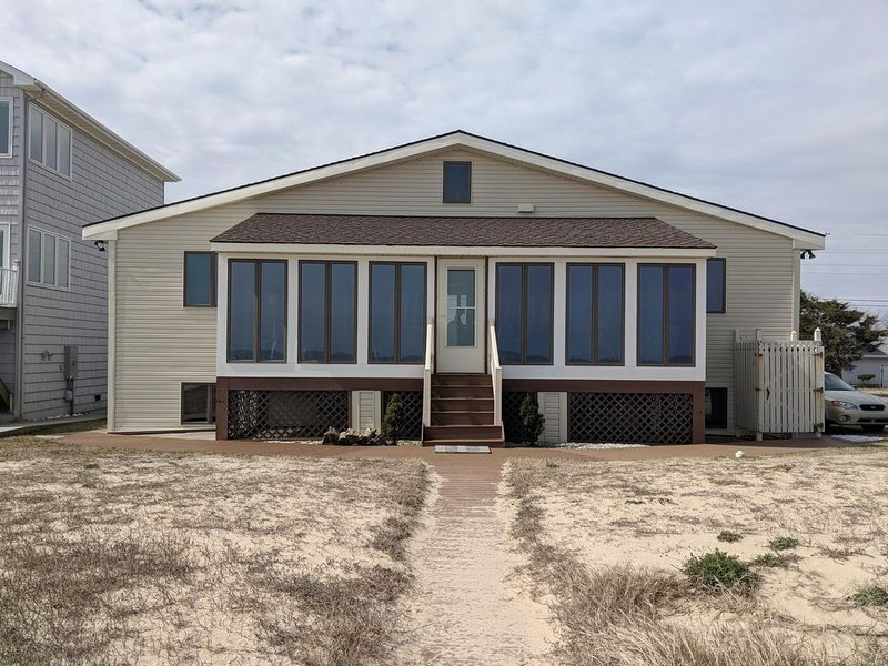 4BR Primehook beachfront house with amazing front porch!, holiday rental in Broadkill Beach
