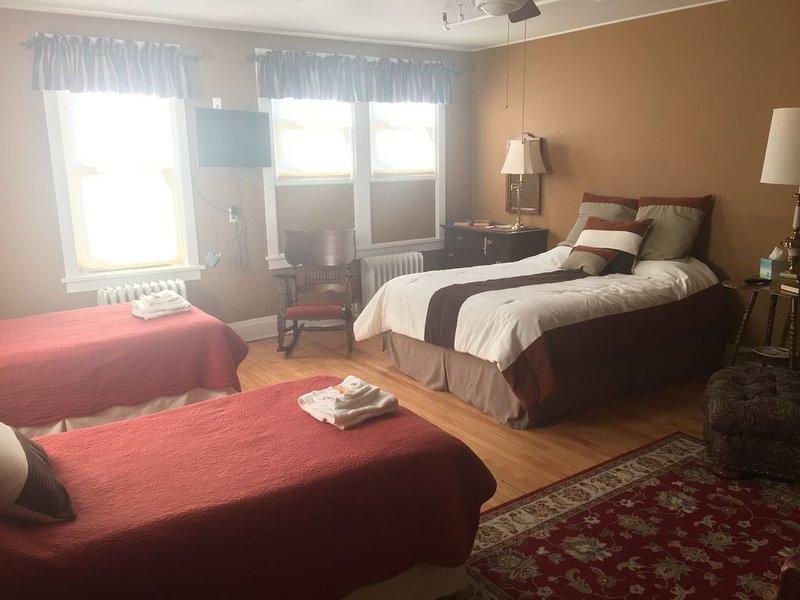 Vermilion Park Inn - Historic Bed and Breakfast - call *******-2333, alquiler de vacaciones en Angora
