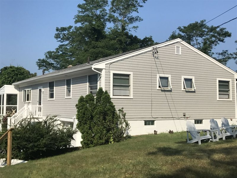 Brewster, MA-Walk to the beach/flats.  4 Bedrooms 3 Bathrooms Sleeps 10, holiday rental in Brewster