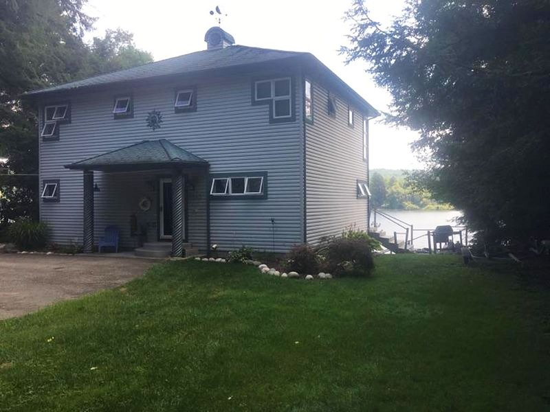 Findley Lake Cottage on Lake, holiday rental in Erie