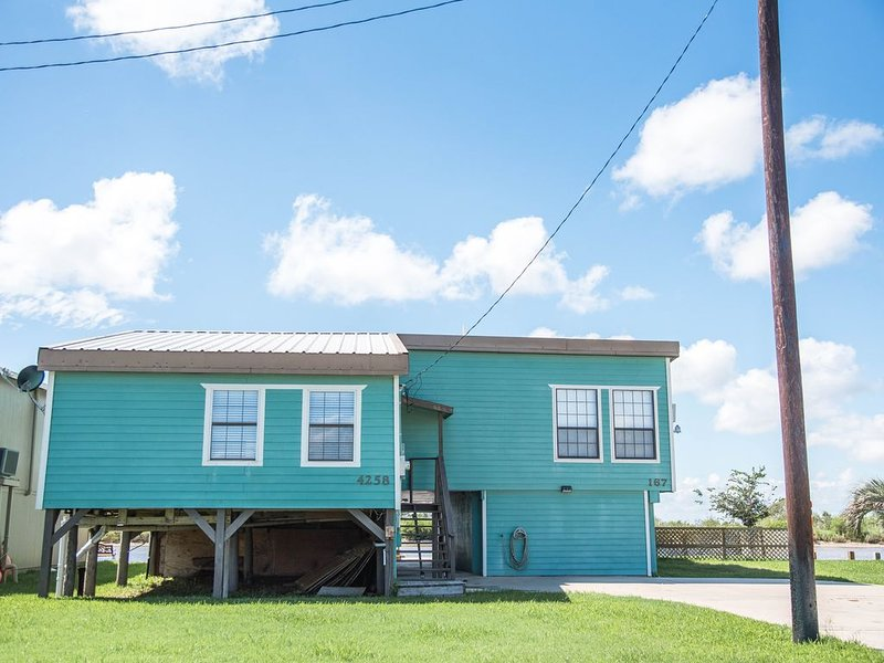 Colorado River Front Home with boat lift & ice machine., location de vacances à Matagorda