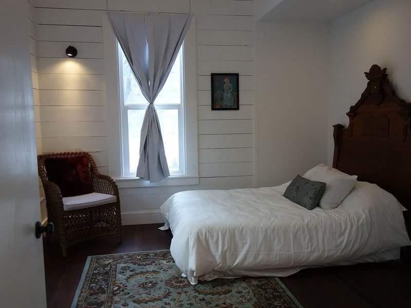 Butterfly Cottage; Tastefully Restored 1895 Home Near River. Wood stove. Pets ok, vacation rental in McCloud