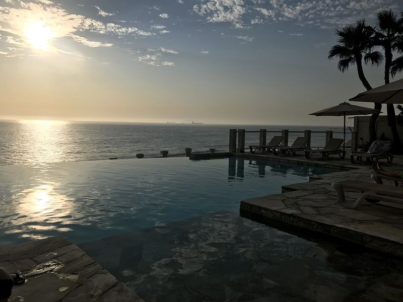 Ocean Front Condo, Rosarito BC. Steps from the beach, holiday rental in Playas de Rosarito