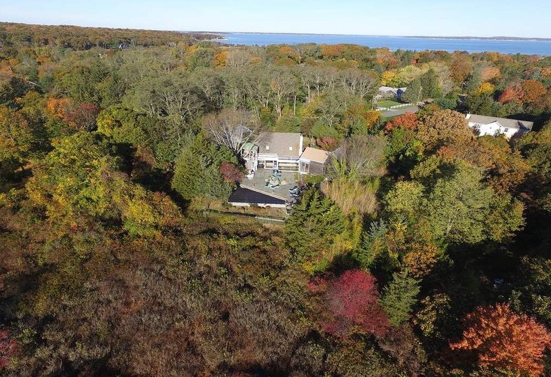 Secluded and Safe in Sag Harbor: 4 Bed, 4 Bath on Nature Preserve, vacation rental in Sag Harbor