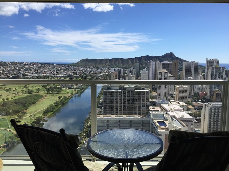 Amazing Views and Great Location! '30 Day minimum Stay', holiday rental in Honolulu