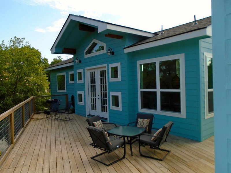 Coastal Cottage on the Guadalupe River!, casa vacanza a Kingsbury