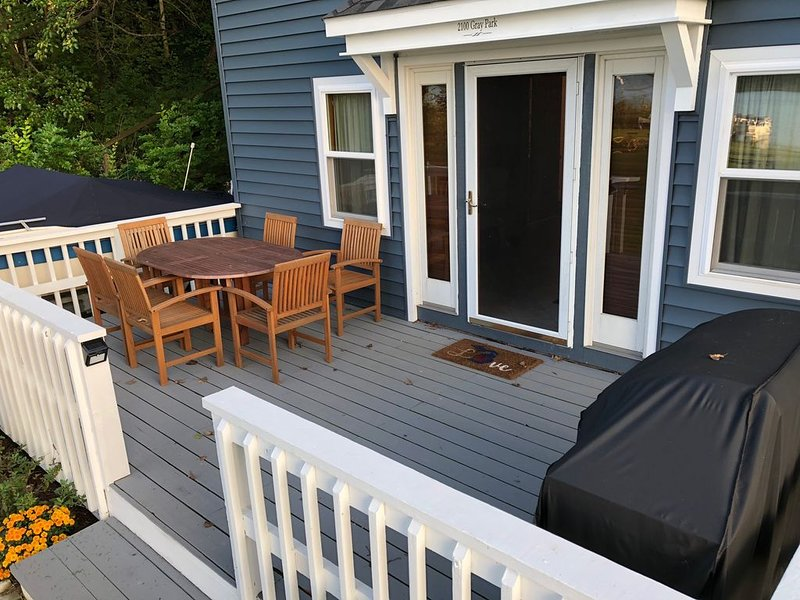 Big front deck for entertaining