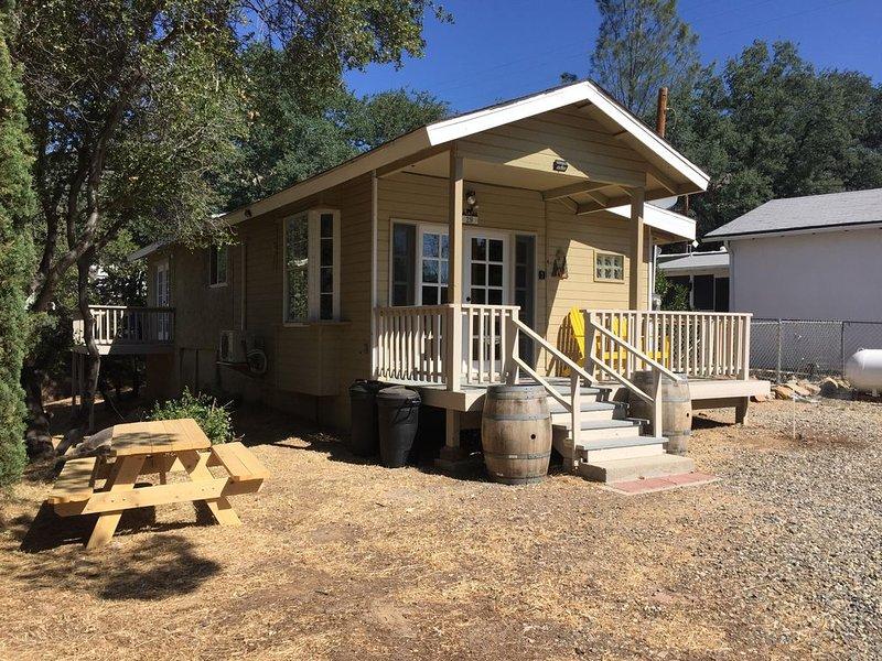 MODERN RUSTIC CABIN HIDEAWAY, vacation rental in Kernville