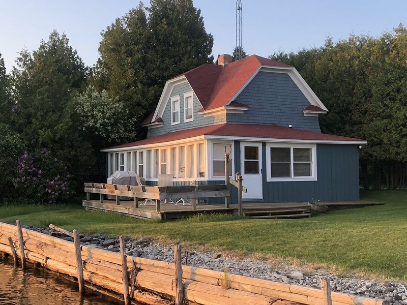 Breezy Beach Cottage, holiday rental in Gills Rock