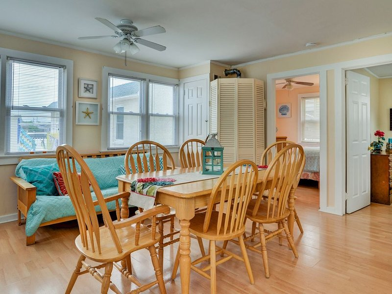 ***1 BLOCK FROM BEAUTIFUL SEASIDE PARK BEACH!! 2BR w/ 3 Queen Beds!***, alquiler de vacaciones en Seaside Park