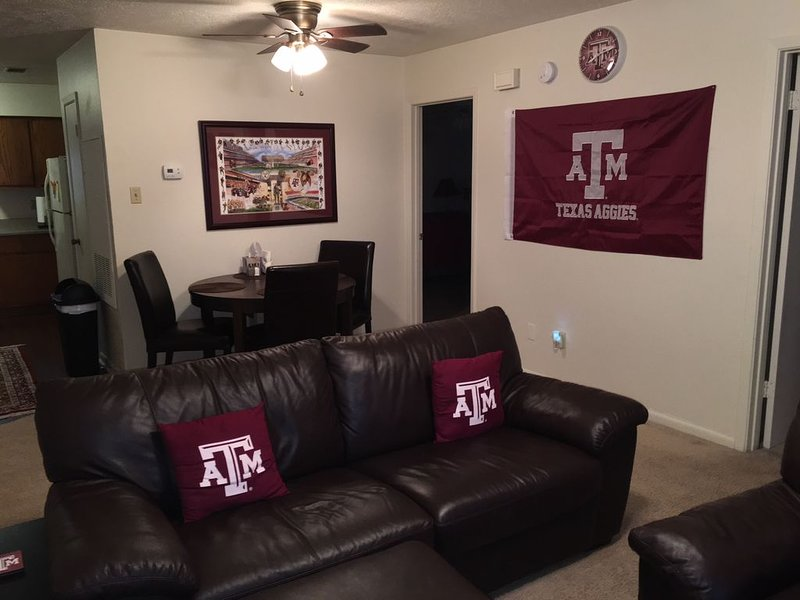 Cute and Roomy Aggieland Apartment!, holiday rental in College Station