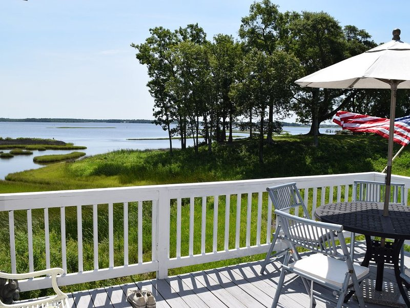 Expansive Swansboro Waterfront Views Kayaking, Waterbirds, holiday rental in Cedar Point