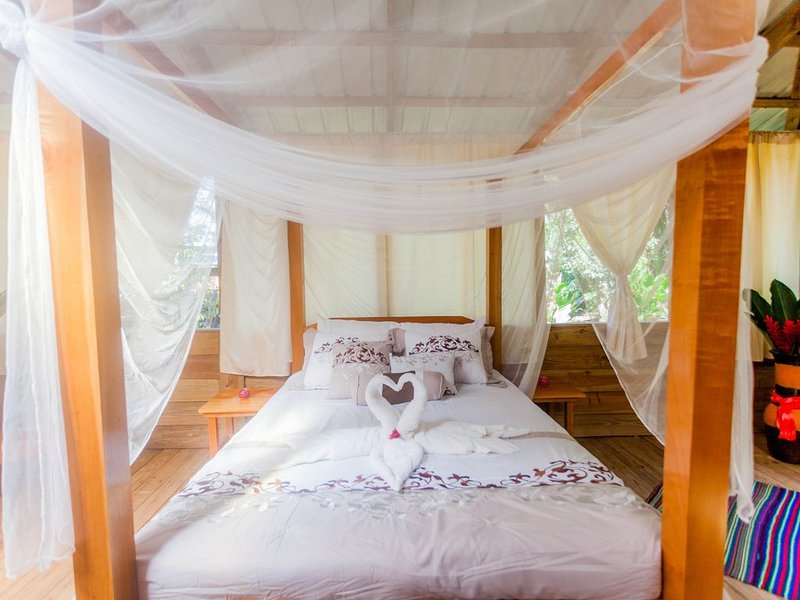 Romantic Getaway In The Maya Mountain Rainforest!, location de vacances à La Democracia