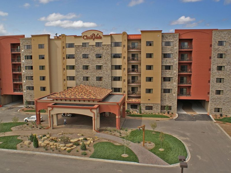 1,500 SqFt SCENIC VIEW 2-Bedroom Condo with FREE Chula Vista Waterpark Passes!, holiday rental in Wisconsin Dells