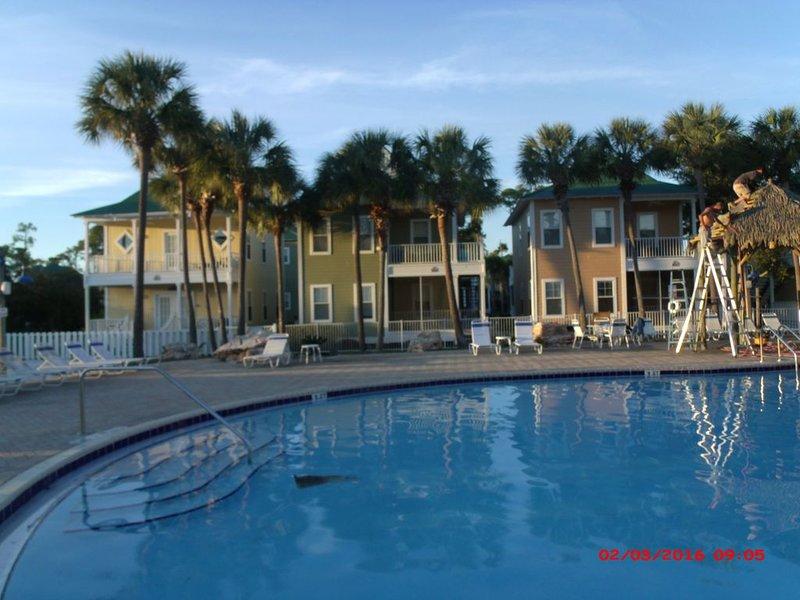Poolside unit! Book now for Summer 2020, casa vacanza a Pensacola