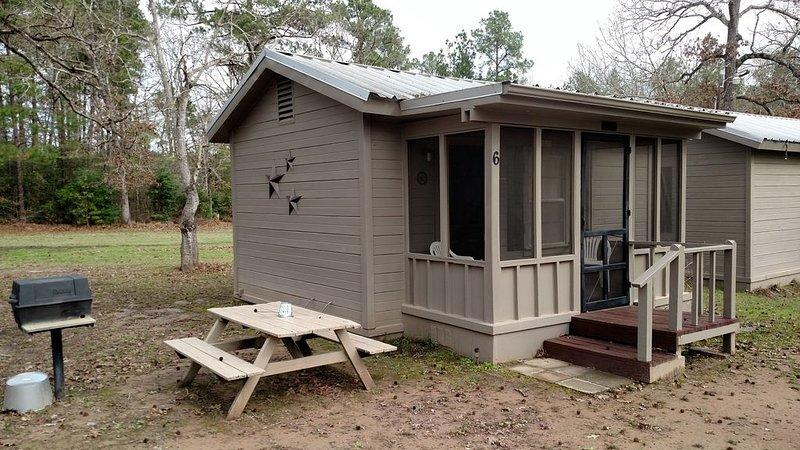 Really cute, rustic cabin on Lake Sam Rayburn, Tx - Cabin  6, casa vacanza a Bronson