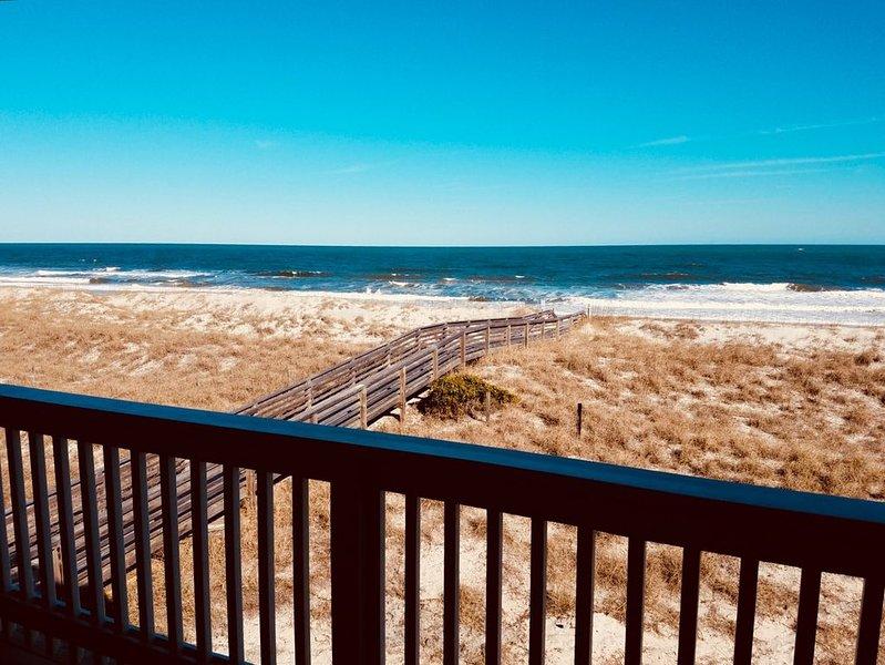 NEW CONSTRUCTION Oceanfront Condo w/ POOL in the heart of Carolina Beach!, location de vacances à Carolina Beach
