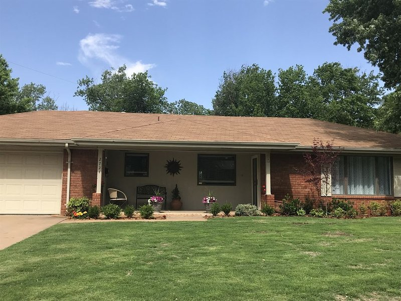 Great Location! - 5 minutes from the Michael and Anne Greenwood Tennis Center, vacation rental in Stillwater