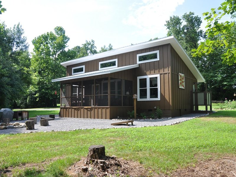 Fishing and Boating Haven with private ramp on the Cumberland River near Lake, vacation rental in Albany