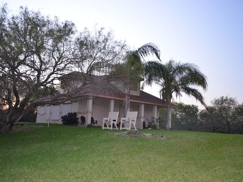 Waterfront  Cabin on Laguna Salada (Baffin Bay) Riviera, Texas. Private, Seclude, holiday rental in Riviera