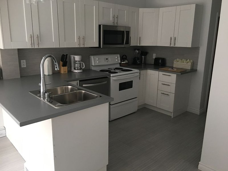 Beautiful, cozy bungalow in the heart of Montreal – semesterbostad i Laval