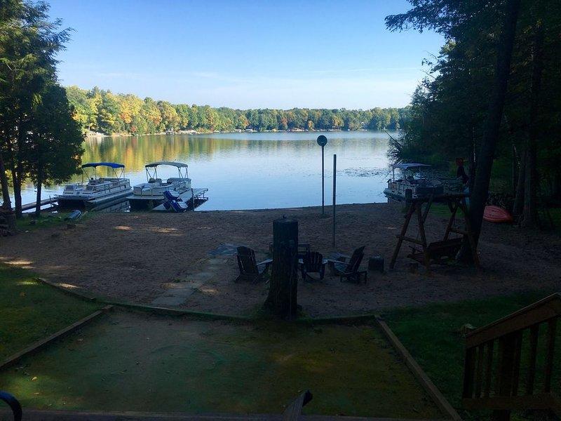 Kelly Lake Cottage - Sleeps 10, large sand beach, kids outdoor play-set, holiday rental in Cecil