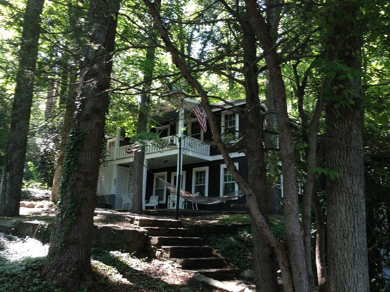 Happy Clan Cottage - Updated 1921 Montreat Cottage, holiday rental in Montreat