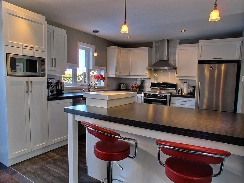 Family Friendly, Upscale Townhouse, 10kms from Old Quebec, holiday rental in Lac-Beauport