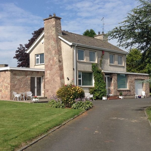 BEAUTIFUL HOME IN THE COUNTRYSIDE, holiday rental in Meigh