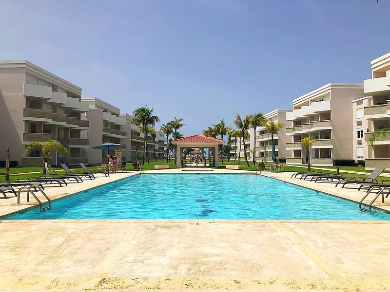 New Ground Floor Beach Apartment Steps to the Pool!, holiday rental in Rio Grande