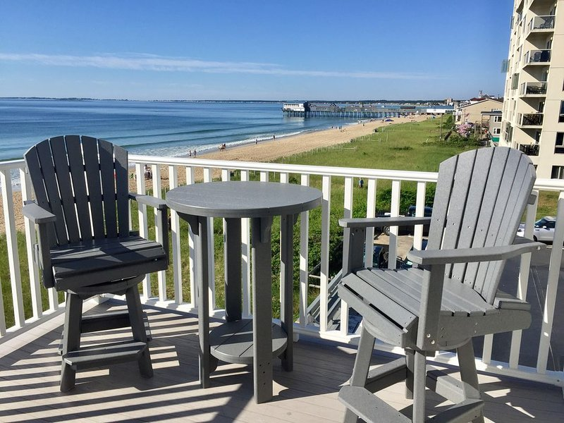 3 Bedroom Beachfront Condo with Amazing Views!, holiday rental in Old Orchard Beach