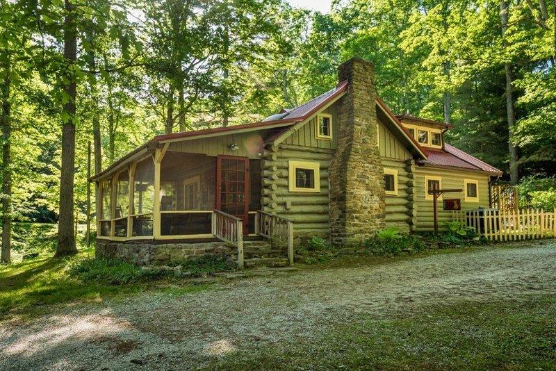 Sanctuary Vacation Log Cabin, vacation rental in Morgantown