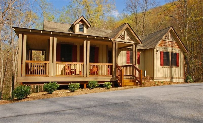 Fabulous Bear Lake Reserve Cottage - PET FRIENDLY! Special Rates!, alquiler de vacaciones en Tuckasegee