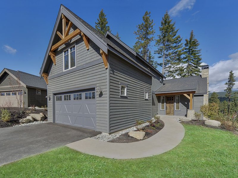 Cozy Cabin in Suncadia Resort within walking distance to Winery, Golf. Sleeps 9, casa vacanza a Cle Elum