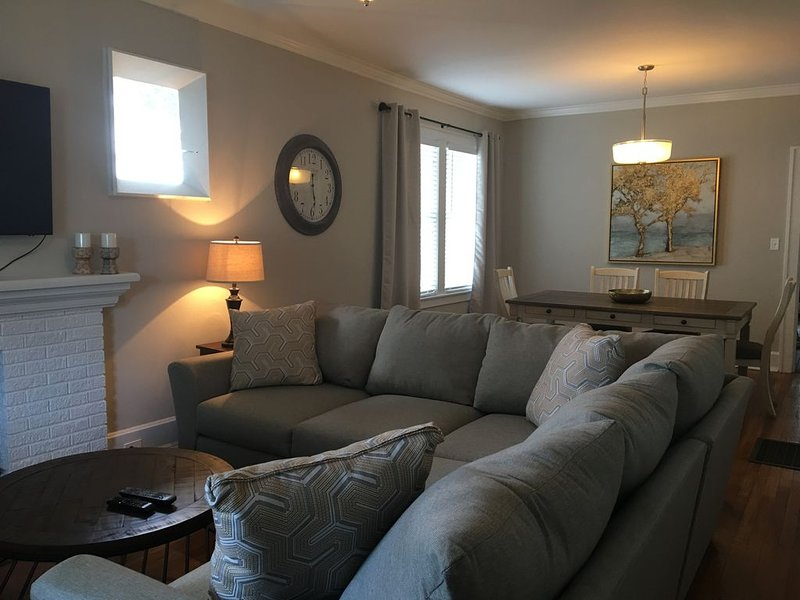 Cheerful and Cozy in the Heart of Chevy Chase!, location de vacances à Lexington