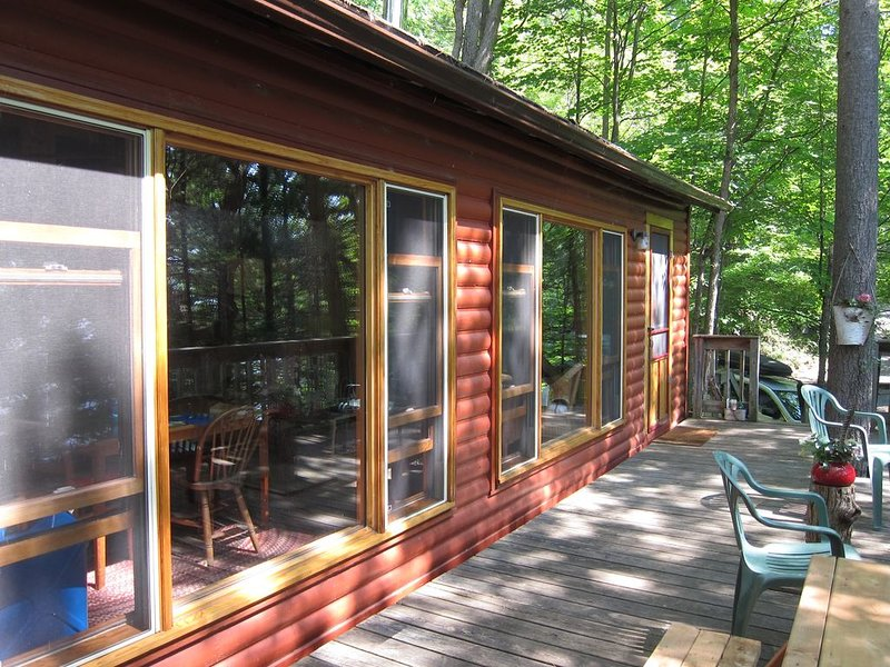 Charming cottage on Upper Rideau Lake near Westport, ON, alquiler de vacaciones en Perth