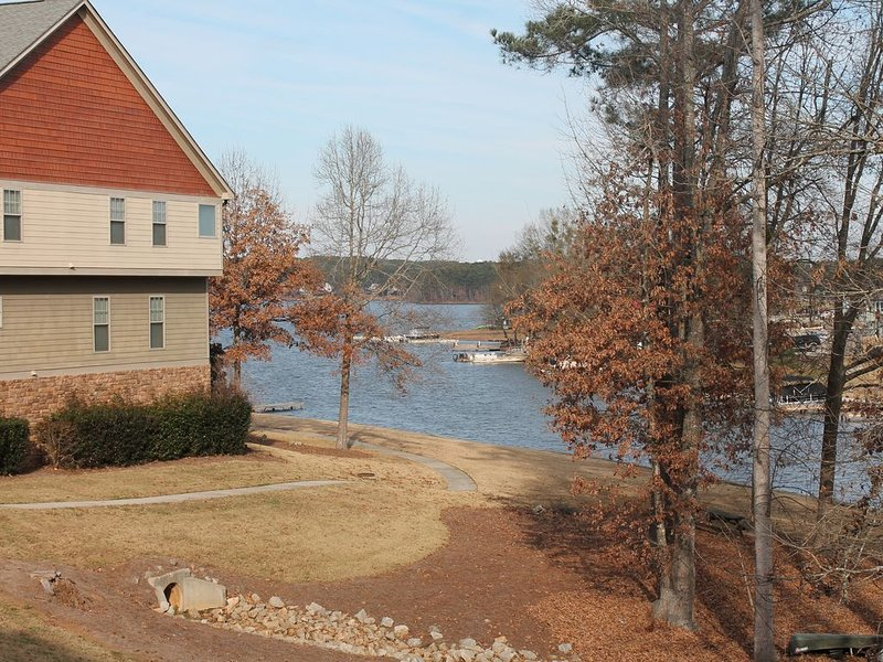 Lake Oconee beautiful Townhome with Master's Special, casa vacanza a Buckhead