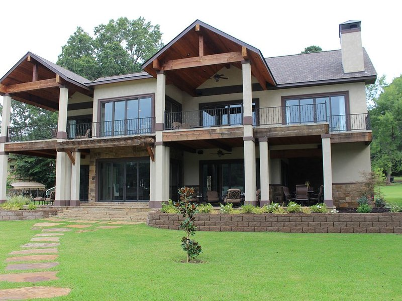 NEW! Massive Main Channel Lake House, holiday rental in Pearcy